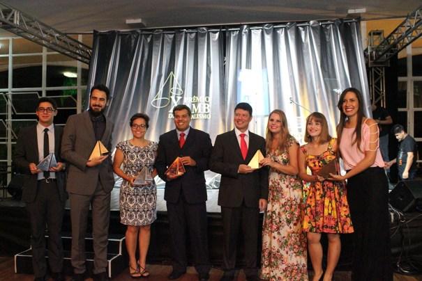AMB premia jornalistas