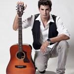 Cantor Arnaldo Costa embala projeto Quinta Musical