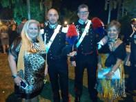 Mirley, diretora da Clínica SOS Checkup, e a Jornalista Luzia Câmara ao lado da Guarda Militar da Embaixada da Itália