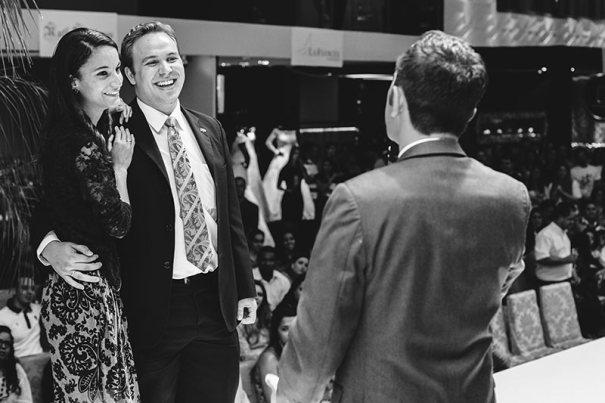 Sara e Erick subiram ao palco para conhecerem César Serra e agradecer pela vitória do Casamento Luxo de Festa 2016