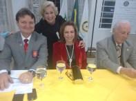 Luzia Rodrigues, fundadora do Clube, cumprimentado Governador, esposa, Marcelo, esposo da Rose