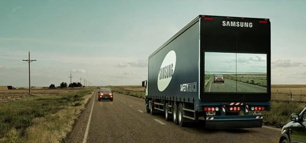 Samsung cria caminhões com telas traseiras para facilitar ultrapassagem - Foto: Correioweb