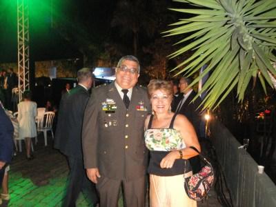 Coronel Manuel Toledo, Adido da Defesa e Militar da Embaixada da Guatemala, e a jornalista Luzia Câmara