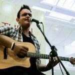 Com repertório eclético Victor Rocha anima o Projeto Quinta Musical