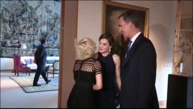"""O comprimento aos reis da Espanha no especial """"besamano"""" na casa do Embaixador em Washington DC"""