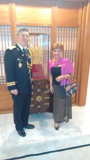Adido Militar da Coréia do Sul e a jornalista, Luzia Câmara