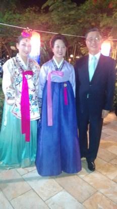 Dançarina do Grupo de Dança da Coréia do Sul, Sra Embaixatriz e o Sr. Embaixador Lee Jeong-Gwan da Coréia do Sul