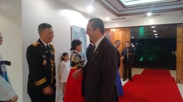 Gael de Maisonneuve, Ministro Conselheiro da França, sendo recepcionado na Embaixada