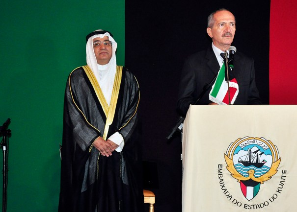 S.E.Sr. Embaixador Estado do Kuwait, Ayadah Mbrad Alsaidi, Ministro da Defesa Aldo Rebelo