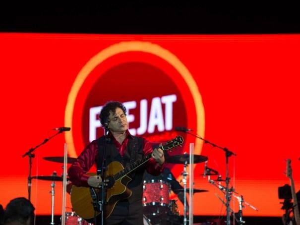 Net Live Brasília. O músico Roberto Frejat durante show (Foto: Érico Andrade/G1)