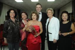Jarek Wist com as homenageadas Professora Closete Gebrim e a Senadora Ana Amélia e convidados