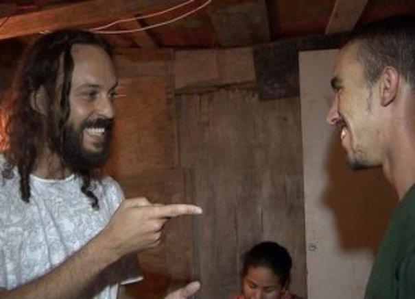 Gabriel, O Pensador doa R$ 10 mil a catador que achou US$ 1,4 mil no lixo - Foto: G1.com