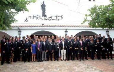 García Gálvez ha felicitado a los agentes por la calidad de su trabajo y su cercanía con los vecinos y visitantes de Benalmádena.