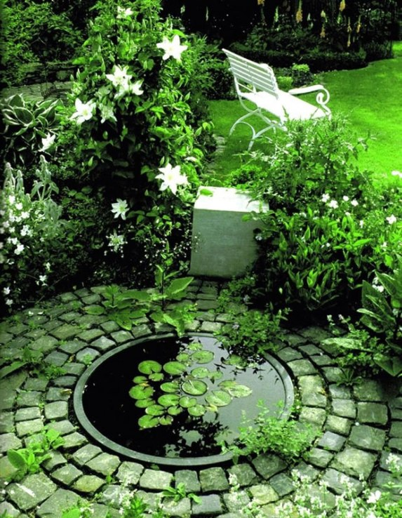 Realizzare un laghetto in giardino aspetti da considerare for Realizzare un giardino