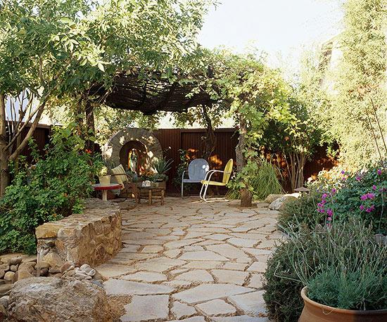 giardino senza manto erboso