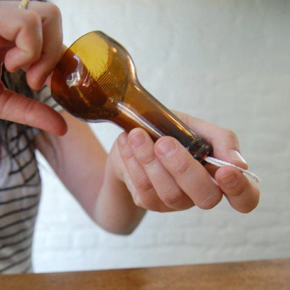 realizzare suggestivi idro-vasi con le bottiglie di vetro