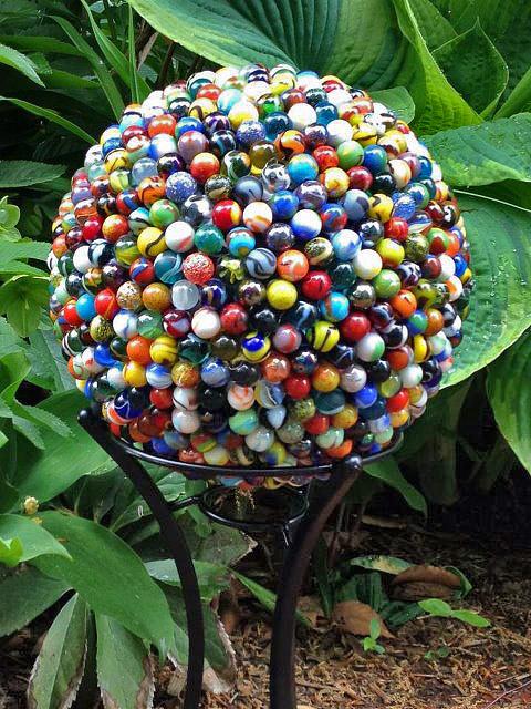 Decorare il giardino con le sfere guida giardino for Decorare con i sassi