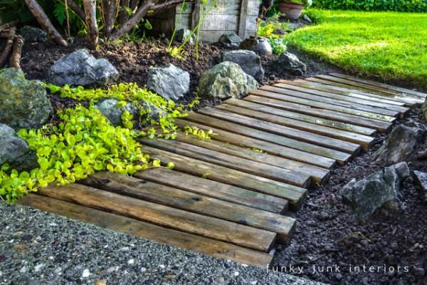 Come realizzare un sentiero nel giardino riciclando i - Vialetto giardino economico ...