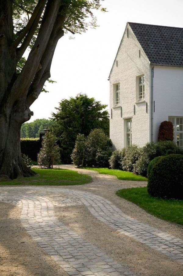 Con il granito schiacciato si può realizzare in maniera semplice ed economica il viale d'ingresso dell'abitazione