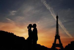 Tres ciudades ideales para un viaje romántico en pareja - paris_-300x202
