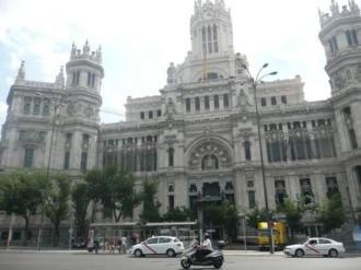Tres lugares en Madrid que los trotamundos lectores amarán - palacio-de-las-comunicaciones1