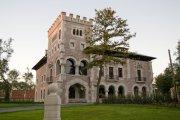 Hoteles con encanto y otras pequeñas joyas - castillo-del-bosque-la-zoreda-oviedo_big-300x200