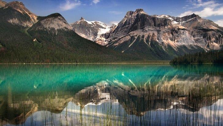 Un espejo color esmeralda