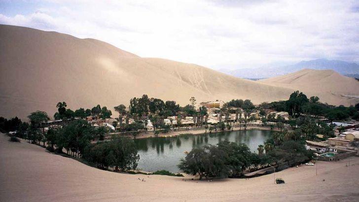 Una sirena habita en el oasis de Huacachina