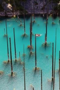 Como en una peli de piratas del Caribe - lago-kaindy-4-200x300