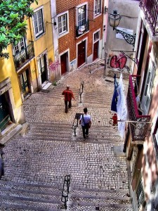 Alfama, historia de un bello pueblo de Lisboa - alfama-3-225x300