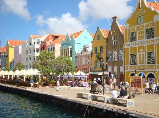 Willemstad, capital de color en el Caribe