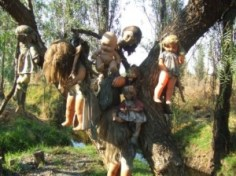 La Isla habitada por muñecos - munecas-300x224