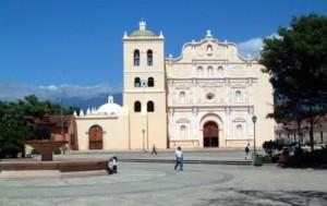 Comayagua (Honduras), un destino para Semana Santa - Comayagua_catedral-300x189