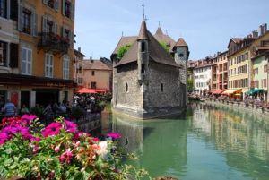 """Annecy, la """"pequeña Venecia"""" de los Alpes - Palacio-de-LIsle-300x201"""
