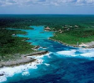 Xel-Há, turismo sostenible en la Riviera Maya - Xelha-vista-desde-el-mar-300x265