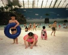 Ocean Dome, la playa artificial más grande del mundo - Niños-jugando-300x246