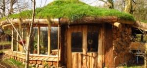 Glamping o acampadas para sibaritas - hobbit-house-300x139