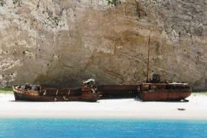 Playa Navagio (Grecia) - bateaux-300x200