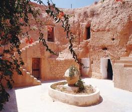 Matmata, las casas cueva de los bereberes - troglodyte-home-matmata-300x253