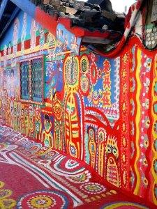 El pueblo del Abuelito Arcoiris - tofufu-rainbow-village-6-225x300