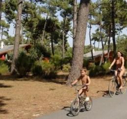 4 campings naturistas en España - Campings-nudistas-300x281
