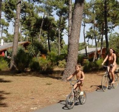 4 campings naturistas en España