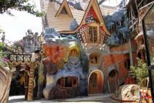5 hoteles que volverán locos a tus hijos - Hang-Nga-300x200