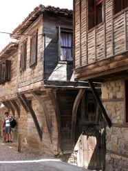 Sozopol, una de las ciudades más bellas del Mar Negro - 450px-Sozopol-oldhouses-225x300
