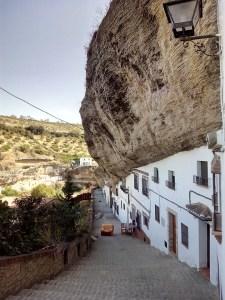 Setenil de las Bodegas - Bajada por la calle Calcetas.