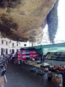 Setenil de las Bodegas - Mercadillo en la calle Cuevas del Sol.