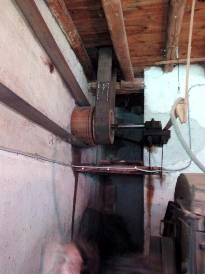 La Fábrica de Lana - El impulso se transmite a las máquinas de ambos pisos mediante correas