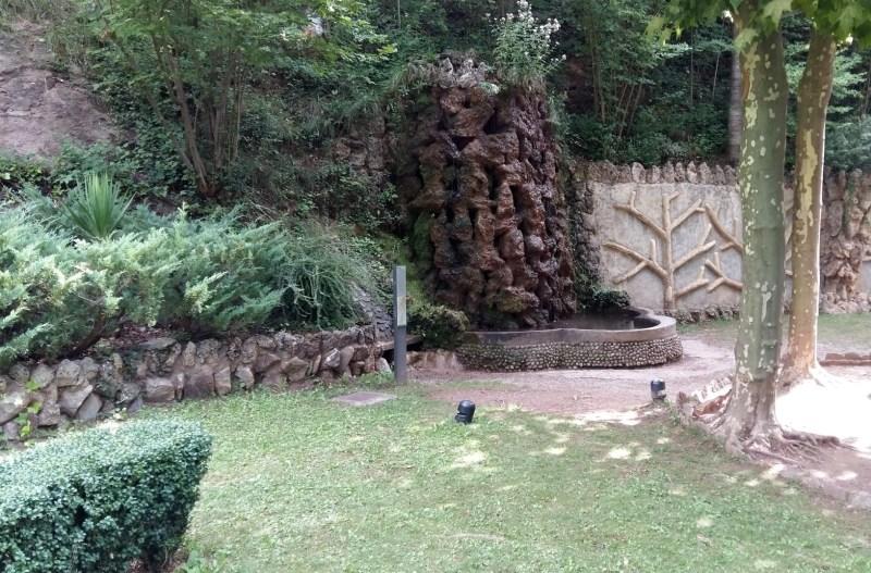 Los Jardines Artigas - Cascada y mural
