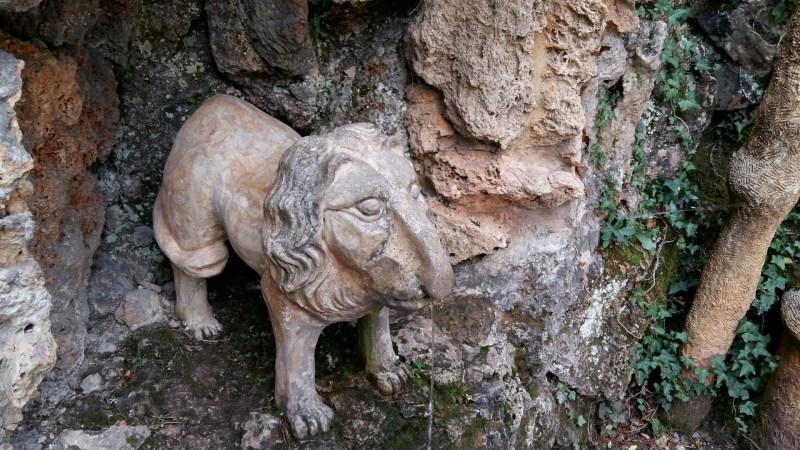 Los Jardines Artigas - Escultura del león