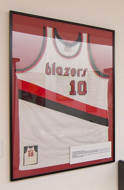 Museo del Cemento Asland - Camiseta de Fernando Martín en el Salón de la Fama de la FIBA (13).